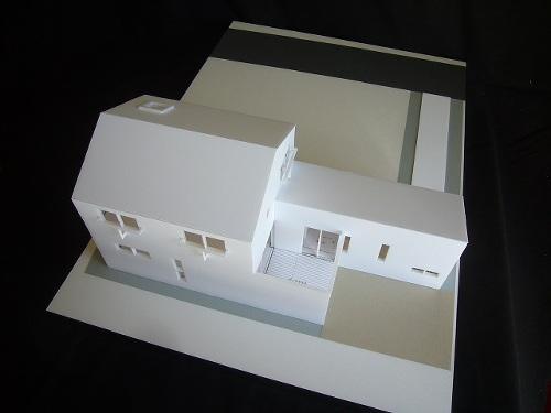 旗竿地のコートハウス