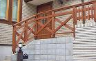 玄関まわりの施工例|スペースウッド クロスと縦桟のウッドフェンス