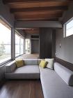 湯佐のコートハウス | 平岡建築デザイン... http://hiraoka-architec.main.jp/wp/wp-content/uploads/2020/06/IMG_5942R.jpg