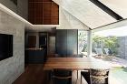 水辺のヴィラハウス | 平岡建築デザイン... http://hiraoka-architec.main.jp/wp/wp-content/uploads/2019/10/it16_C7A6594-1.jpg