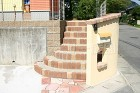 暖かみのある色合いで、足取りも軽くなりそうな階段 施工例