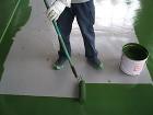ローラーで横方向に床塗装