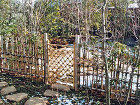 竹垣施工例  造園・庭造り、植木の剪定は... 枝折戸と冬景色