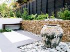 東京エクステリア施工例、ゆったり、音と光... 印象的で独特な雰囲気の花壇
