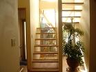 シースルーで明るい階段