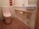 高齢者住宅・バリアフリーの家のトイレの暖房機|大阪の設計事務所・建築家:注文住宅の設計