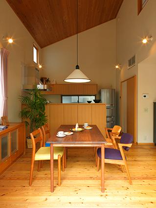 北欧家具との相性も良い木造住宅