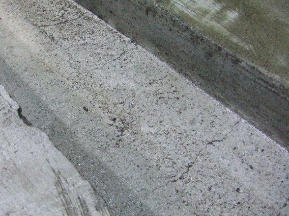 床面の塗膜のハガレ