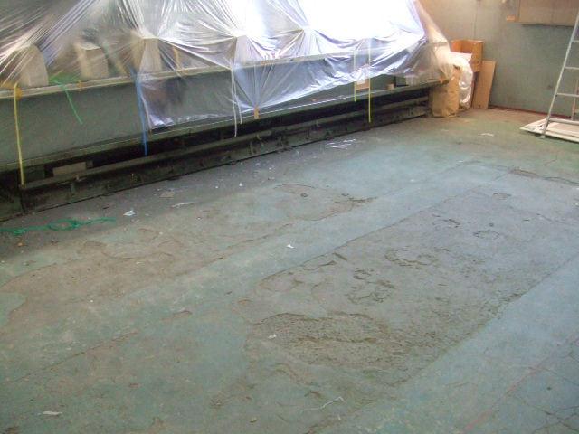 自動車整備工場 シャッター前コンクリート床 工事