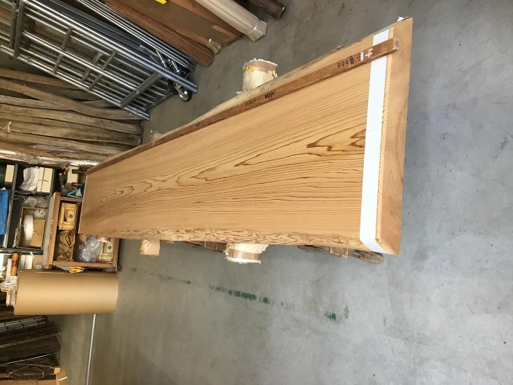 既存の家具とそっくりに作った飾り棚[1]