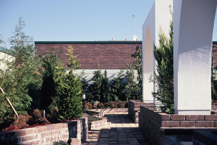 結婚式場屋上庭園   建築設計事務所 ア...