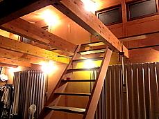 杉の木製階段