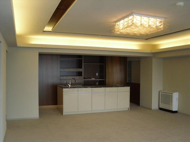 キッチンカウンターと壁面収納