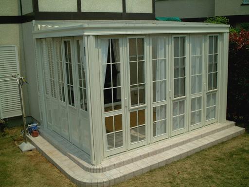 ガーデンルーム 暖蘭物語 ホワイト タイル 施工例