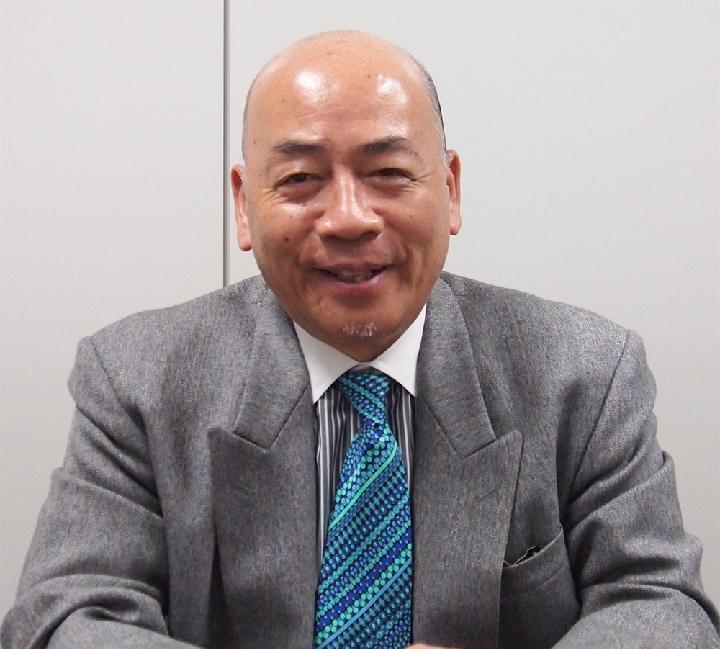 上岡 榮信氏 1949年愛媛県生まれ。通訳業を経て、83年以降、厚労省...