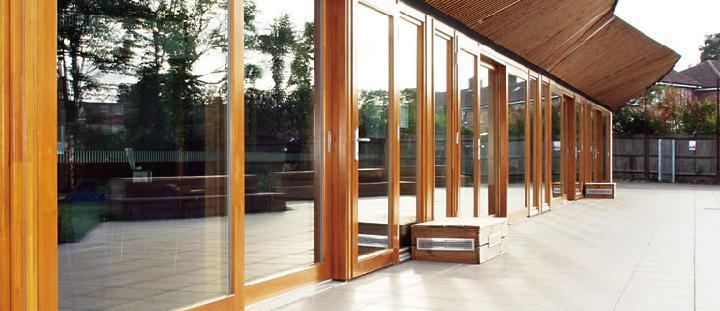 高気密・高断熱の木製三層ガラス大型引き戸「GSDシリーズ」など | 日...