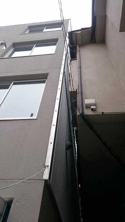 足場を組まずに型枠、外断熱、外壁を一体施工 | 日経 xTECH(クロ...