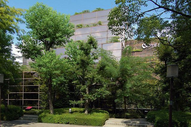 旧シャルレ本社ビル/石井修