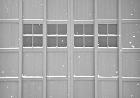 風雪から守る厚い戸