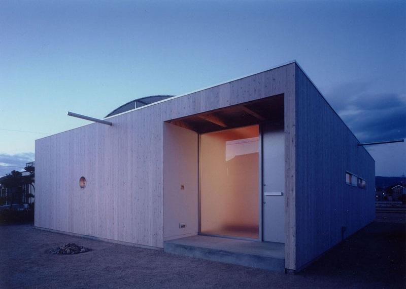 屋根の開く家